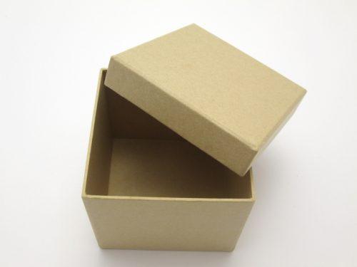 中身が空っぽの箱の画像