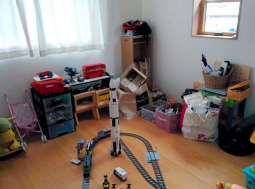 整理収納前の子供部屋の画像