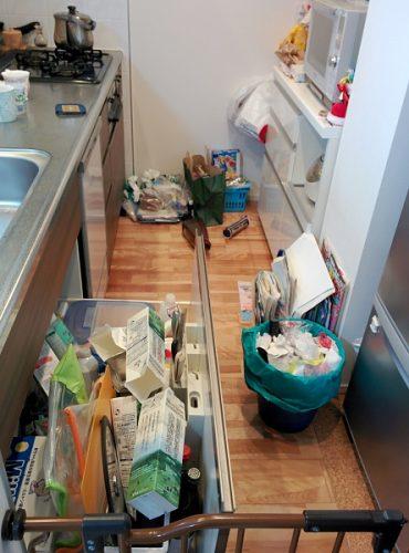 整理収納前のキッチンの画像