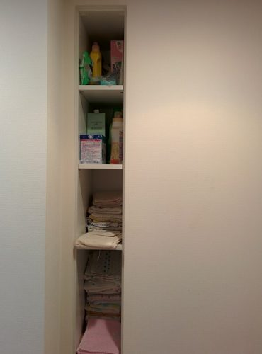 洗面所作り付け収納の整理収納前の画像