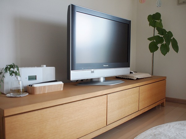 わが家のテレビボードの画像